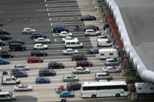 Circulation routiere sur autoroute en ete